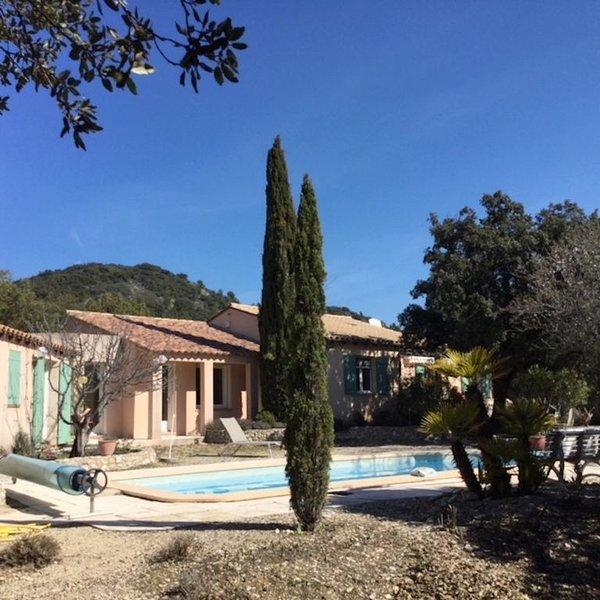 Superbe maison avec piscine dans le Luberon en Provence, holiday rental in Puget