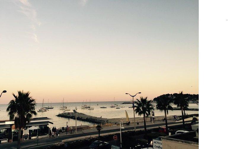 Tres belle vue mer  les pieds dans l'eau, alquiler de vacaciones en Cavalaire-Sur-Mer