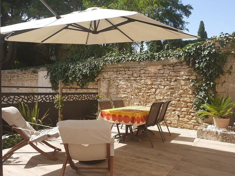Appartement avec jardin entre Nîmes et Montpellier, entre plages et Cévennes, holiday rental in Gallargues-le-Montueux