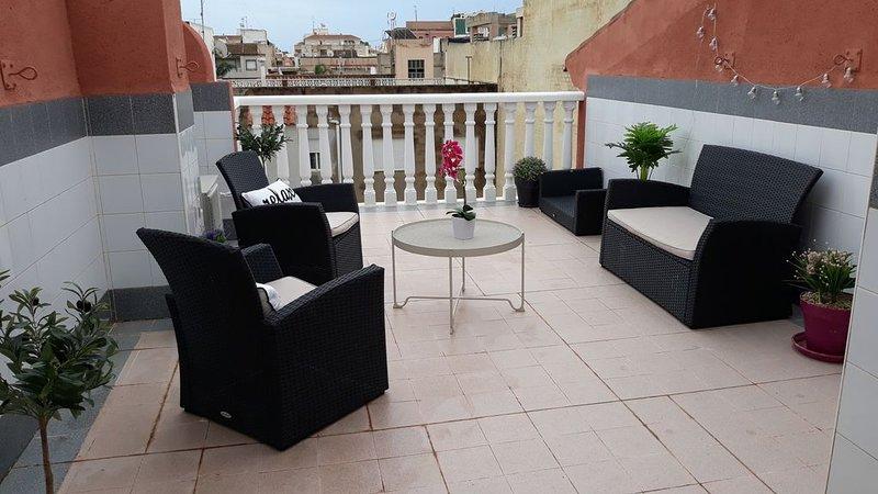 Beau duplex : solarium privé, 5 min de la plage!, casa vacanza a El Carmoli