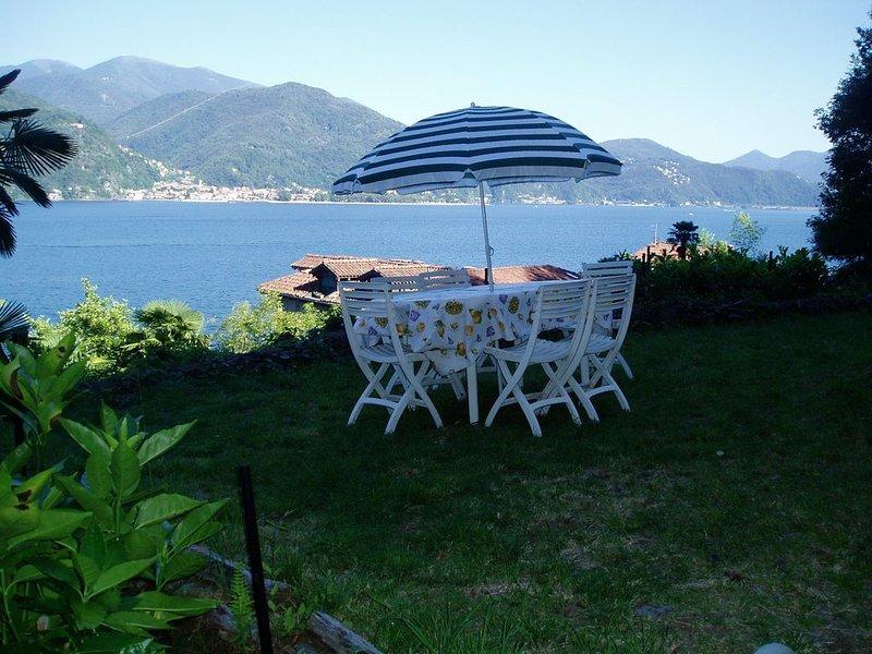 Lac Majeur - Cannobio- IT- Appartem. pr 5 pers. - plage privée & superbe vue, holiday rental in Cannobio