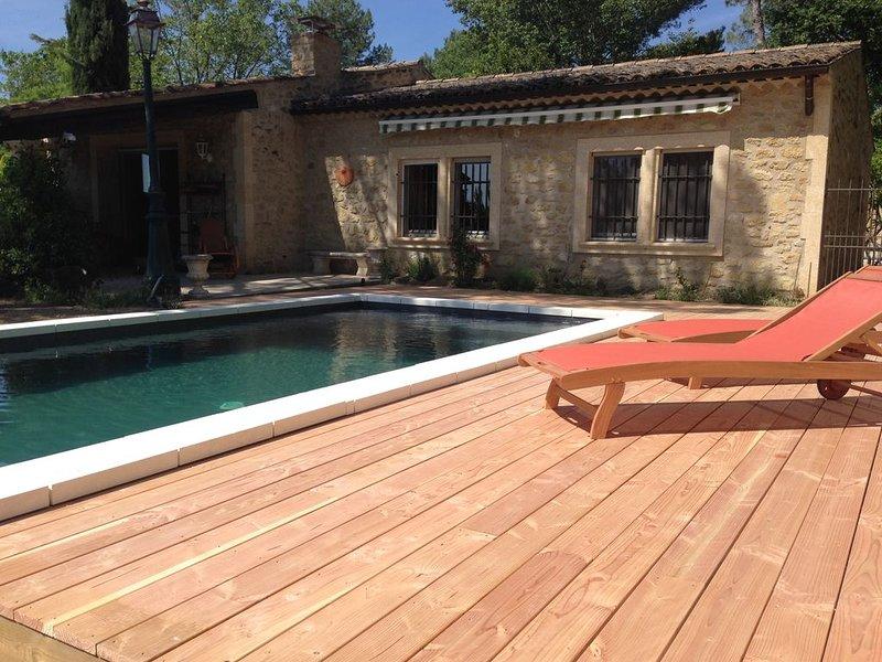 maison en pierre du luberon, piscine pied du village, Ferienwohnung in Lauris
