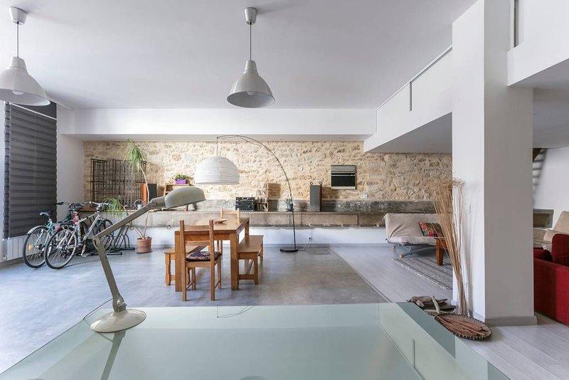 Superbe loft cosy 115 m² au calme en proximité du centre ville calme, holiday rental in Saint-Jean-de-Vedas