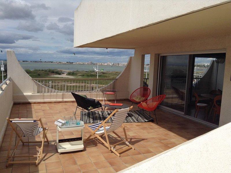 spacieux T3 avec grande terrasse vue mer, alquiler vacacional en Le Grau-du-Roi