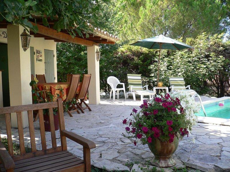 MAISON VILLEVIEILLE, 5 PERSONNES + BÉBÉ, PISCINE PRIVEE JARDIN  MÉDITERRANÉEN, holiday rental in Boisseron