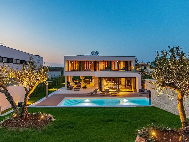 Villa # 1 - Incredibile villa di design vicino a Rovigno, holiday rental in Rovinjsko Selo