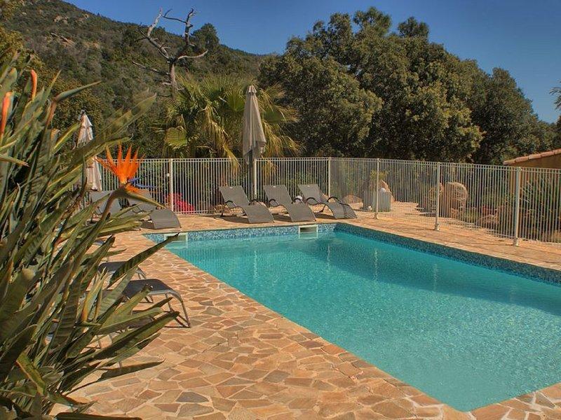 Mini villa mitoyenne climatisée prés de Porto-Vecchio  avec piscine chauffée, alquiler de vacaciones en San-Gavino-di-Carbini