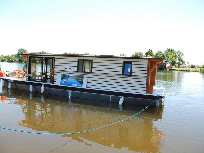 bateau-SOLAIRE SUR LE LOT, holiday rental in Castelmoron-sur-Lot