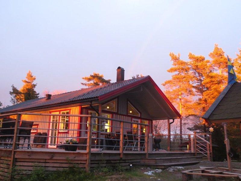 Amazing high-end Westcoast Cottage w/ forest/nature/lake & close to archipelago, location de vacances à Hogsater