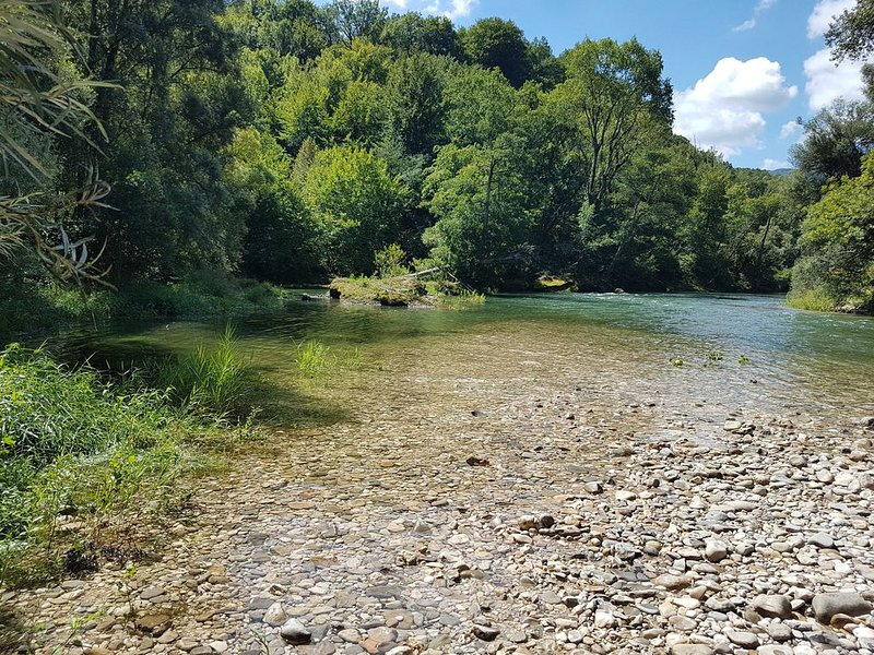 Mobilhome 4-6 pers Drôme Vercors ds camping avec piscine et rivière – semesterbostad i Saint-Thomas-en-Royans