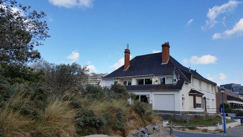 100 mètres de la plage, Appartement avec terrasse proche du centre ville, aluguéis de temporada em Koksijde