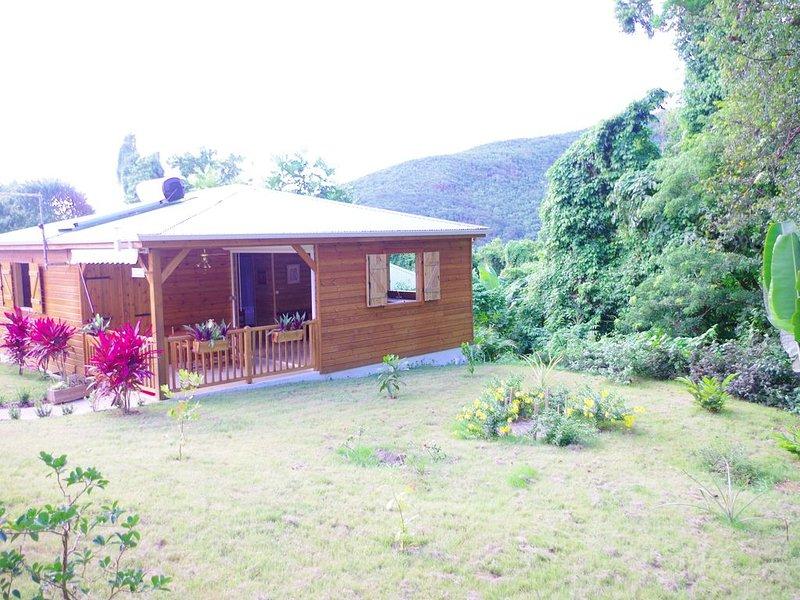 Joli bungalow piscine sur les hauteurs de Pointe-Noire - bungalow Alex, casa vacanza a Pointe-Noire