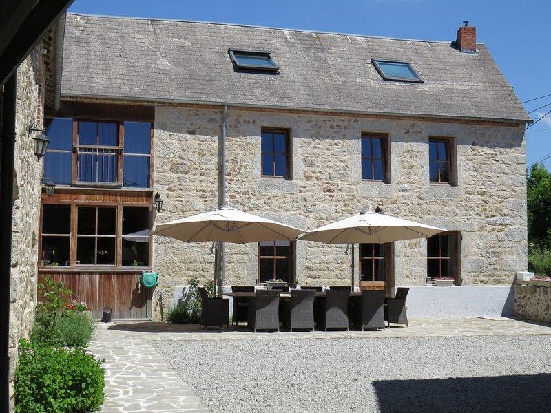 Maison de charme, piscine, bain bouillonnant, fitness, sauna, vacation rental in Champagnat