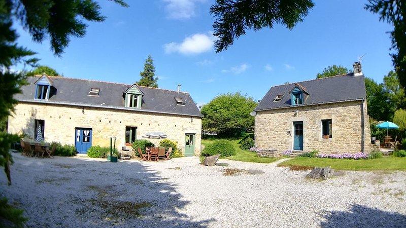 3 Maisons à 6 couchés avec un terrain d'environ 1 hectare et une piscine chauff, location de vacances à Ploerdut