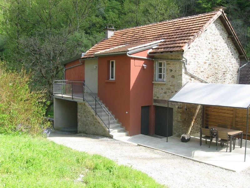 Gîte Aveyron vue sur le rivière, holiday rental in Rignac