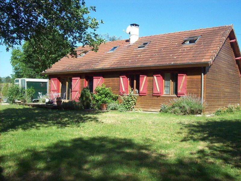 Maison d'habitation en bois pour week-ends et vacances, casa vacanza a Nouan-le-Fuzelier