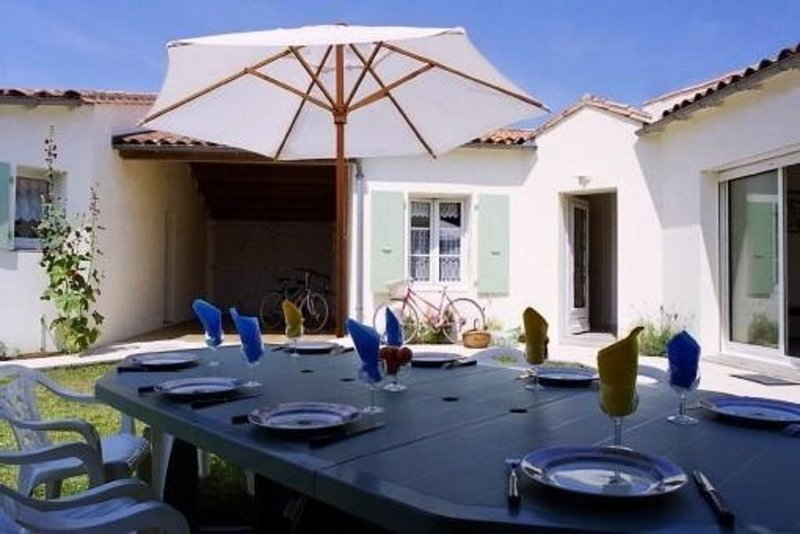 Villa d'architecte a saint-martin intra-muros, location de vacances à Saint Martin de Re