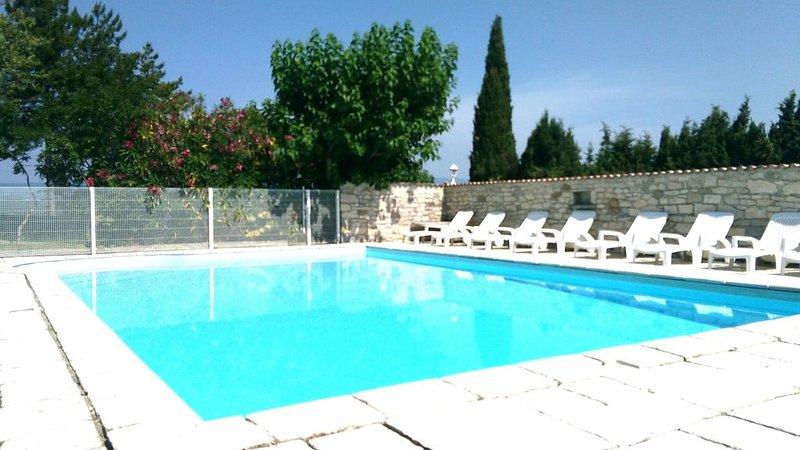 Gîte classé 3 étoiles*** avec piscine chauffée près des Gorges de l'Ardèche, vacation rental in Bessas