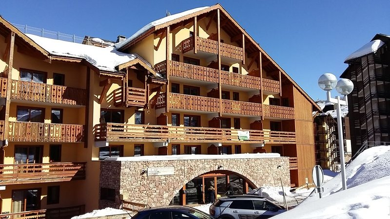 T3de 43 m2  5pers max   2Ch 2sdb Etage4 Calme ensoleillé balcon SOuest, holiday rental in Risoul