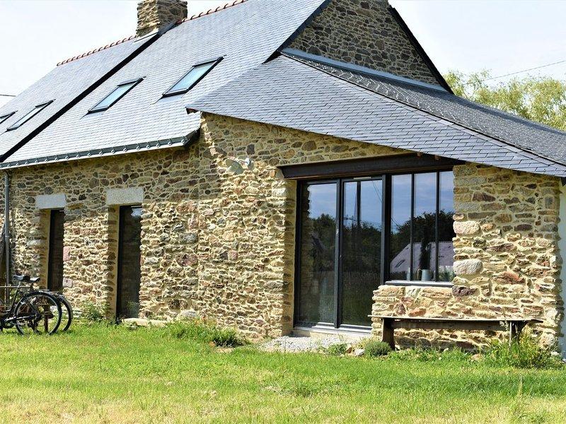 Maison bretonne atelier 10/12 pers en pierres proche mer golfe du Morbihan, location de vacances à Saint-Armel