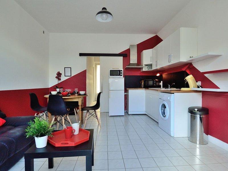 Appartement 36m² Rez-de-Chaussée, Centre Ville Lamalou les Bains, aluguéis de temporada em Combes