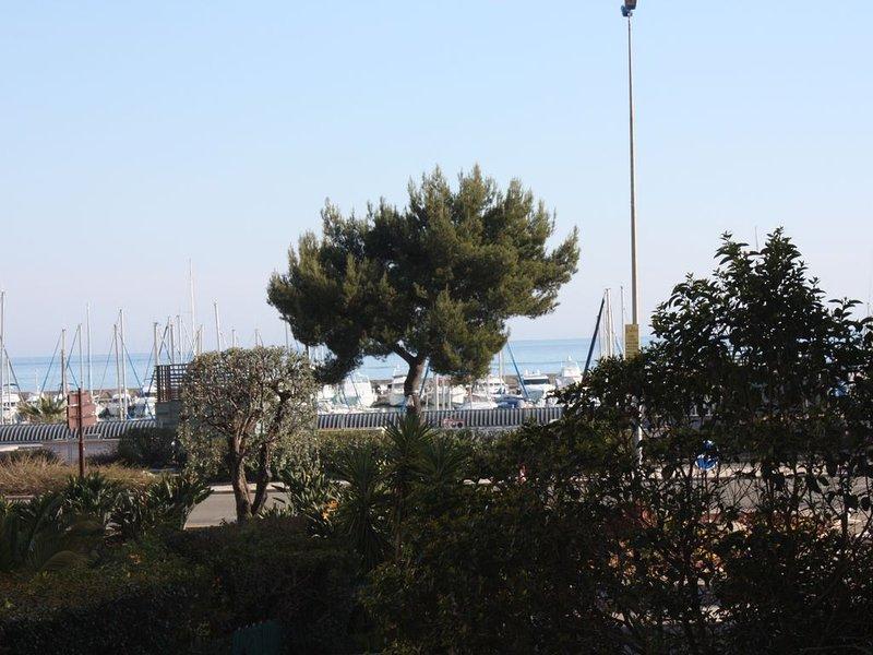 50 m de la mer, grand 2 P lumineux avec terrasse, proche aéroport, alquiler vacacional en St-Laurent du Var