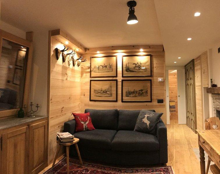 Splendido Chalet  Junior Suite Indipendente con tripla esposizione panoramica, holiday rental in Chiuro