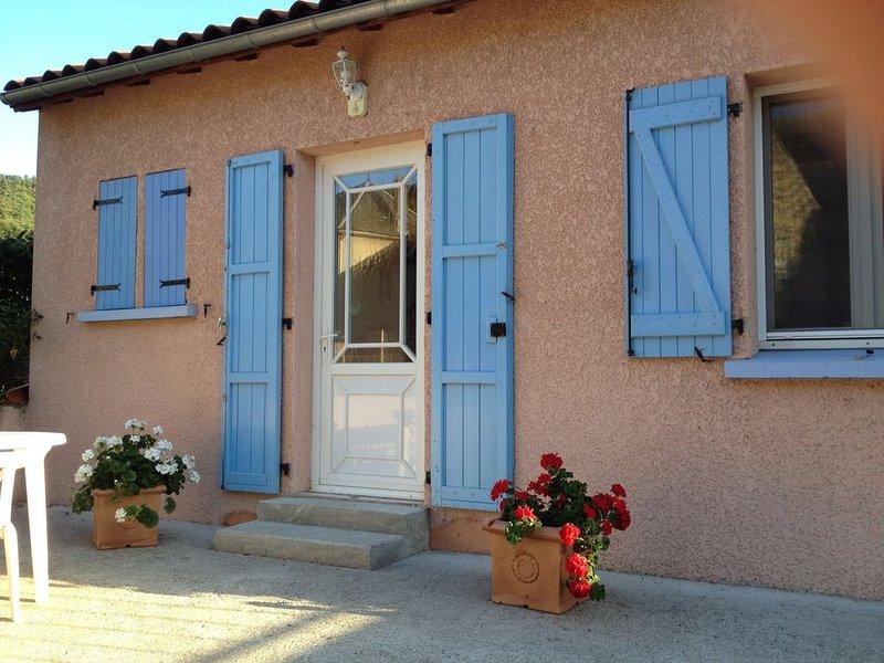 Entre Blesle, Massiac et Brioude, Maison independante 6 personnes, location de vacances à Talizat