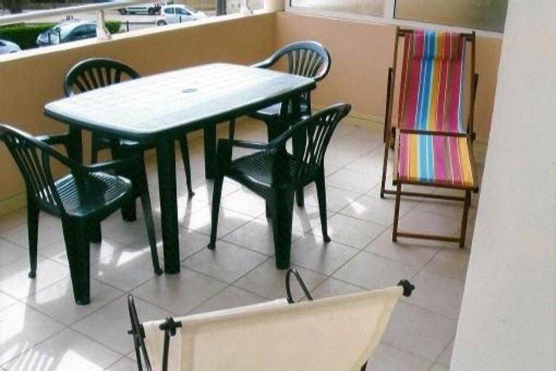 Apt  F2 calme Ajaccio ville, grande terrasse ensoleillée,plage a 5 min, vacation rental in Mezzavia