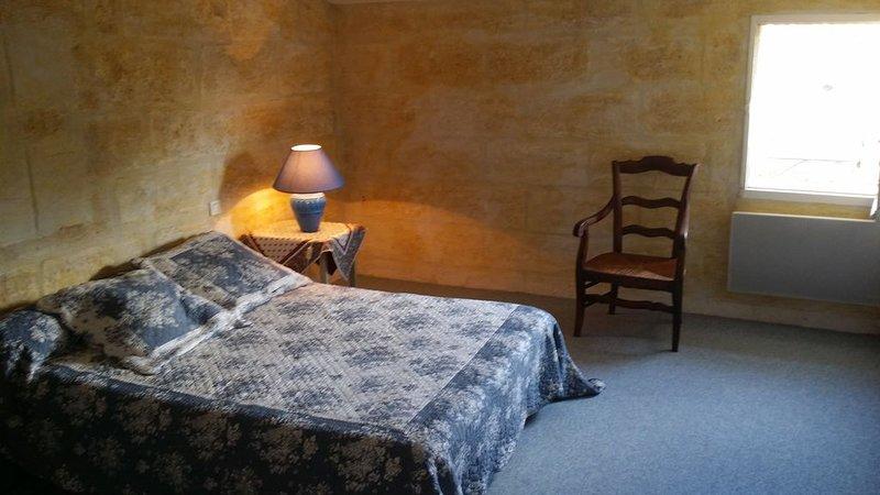 MAGNIFIQUE appartement 17ème Aigues Mortes intra muros, vacation rental in Aigues-Mortes