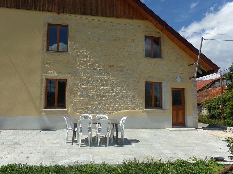 Gîte tout confort dans le Haut Doubs, location de vacances à Les Gras
