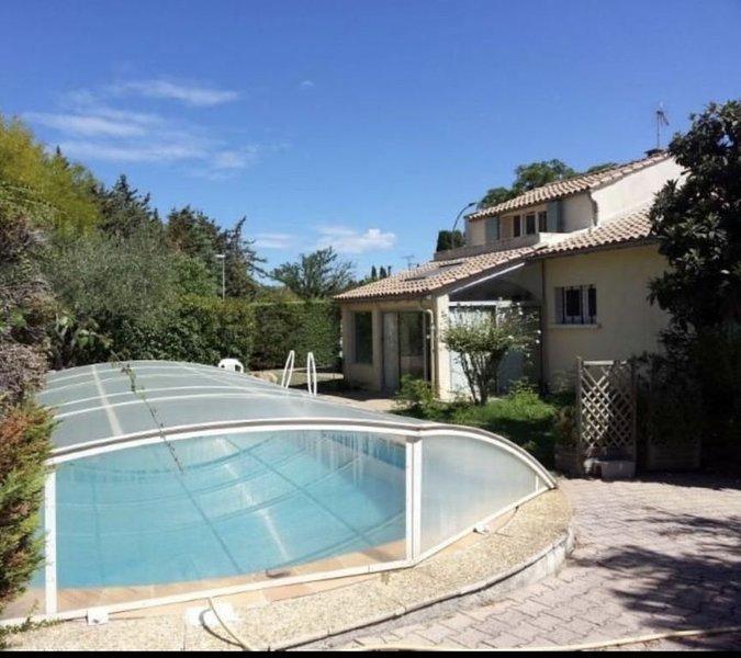 Maison Piscine 10 mins à pieds du centre d'Uzes, holiday rental in Serviers-et-Labaume