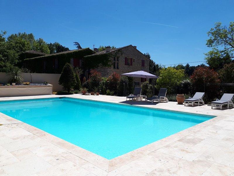 Bastide du 18ème siècle, 190 m2,  grande piscine privée,  8000 m2 terrain arboré, holiday rental in Puyricard