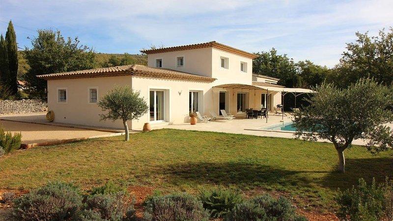 Villa provencale avec piscine, location de vacances à Caille