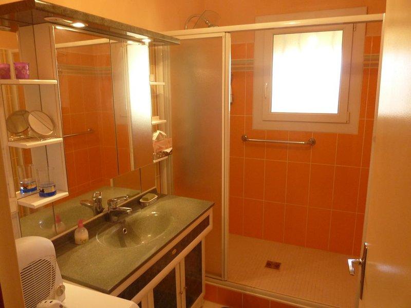 Appartement très lumineux, climatisé,2 terrasses sud et ouest .promenade arborée, vakantiewoning in Nyons