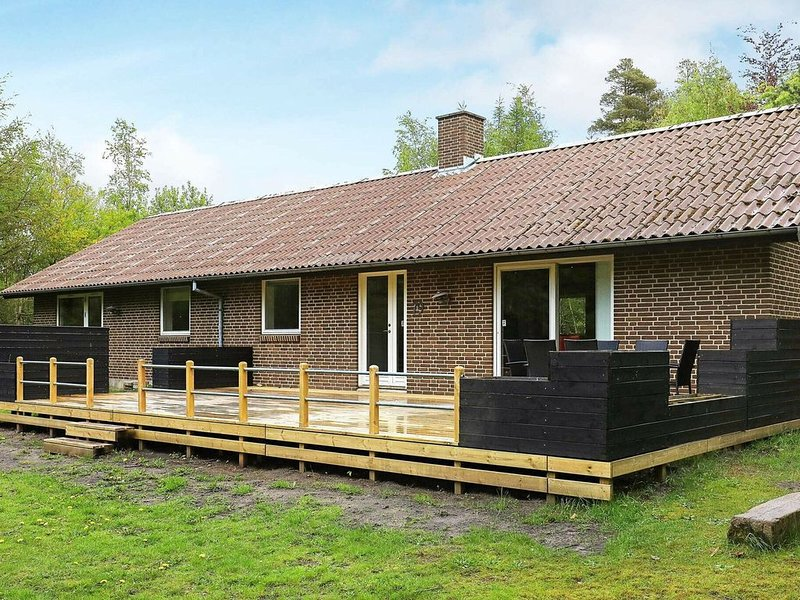 Serene Holiday Home in Skals Jutland Near the Ocean – semesterbostad i Hvalpsund