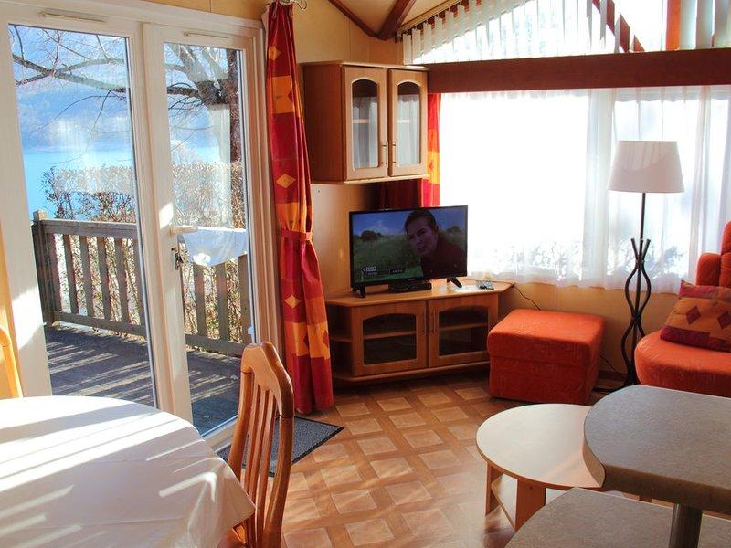 Chalet (4 à 6 prs) au bord du lac de Serre-Ponçon au clos de l'écrin du lac, holiday rental in Seyne