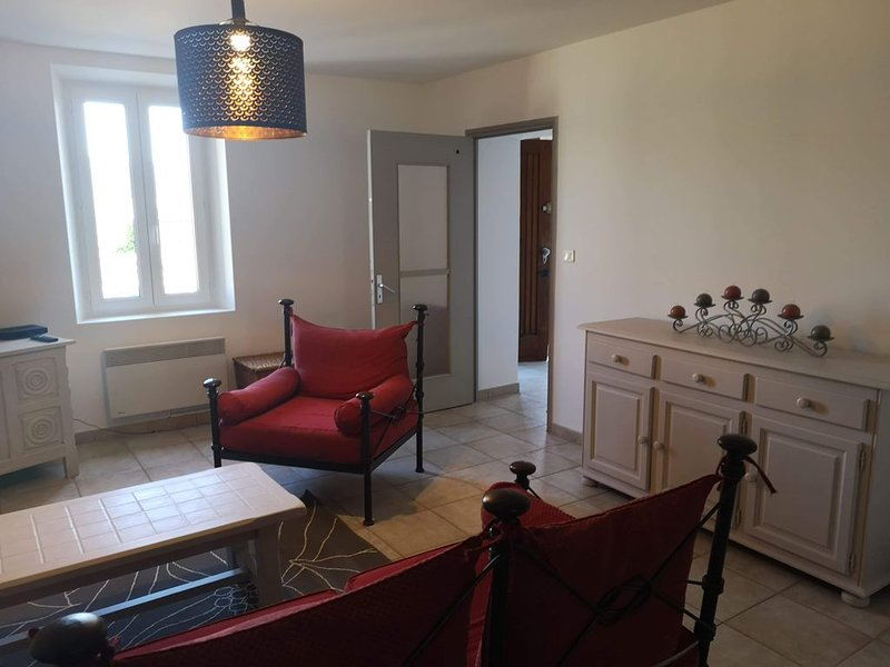 Cozy flat in Provence - view to the Mont Ventoux, vacation rental in Faucon