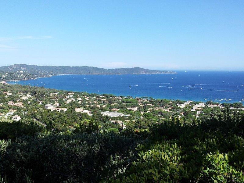 Villa avec vue paradisiaque, proche de la plage., holiday rental in Cavalaire-Sur-Mer