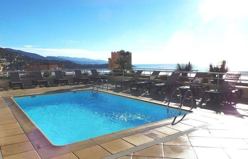 Magnifique appartement dans une résidence sécurisée à 50 mètres de Monaco!, holiday rental in Monte-Carlo