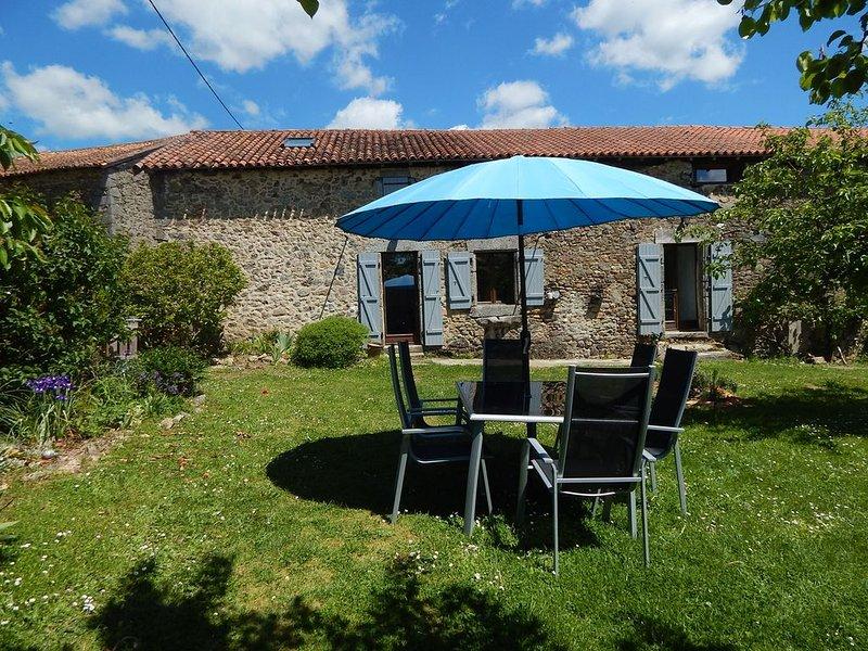 Gite 6 pers avec jardin , spa et sauna dans le Périgord  vert, holiday rental in Rouzede