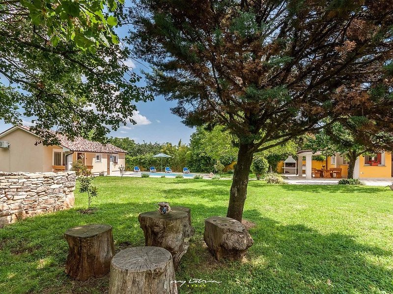 Charming property with private pool near Rovinj, vacation rental in Svetvincenat