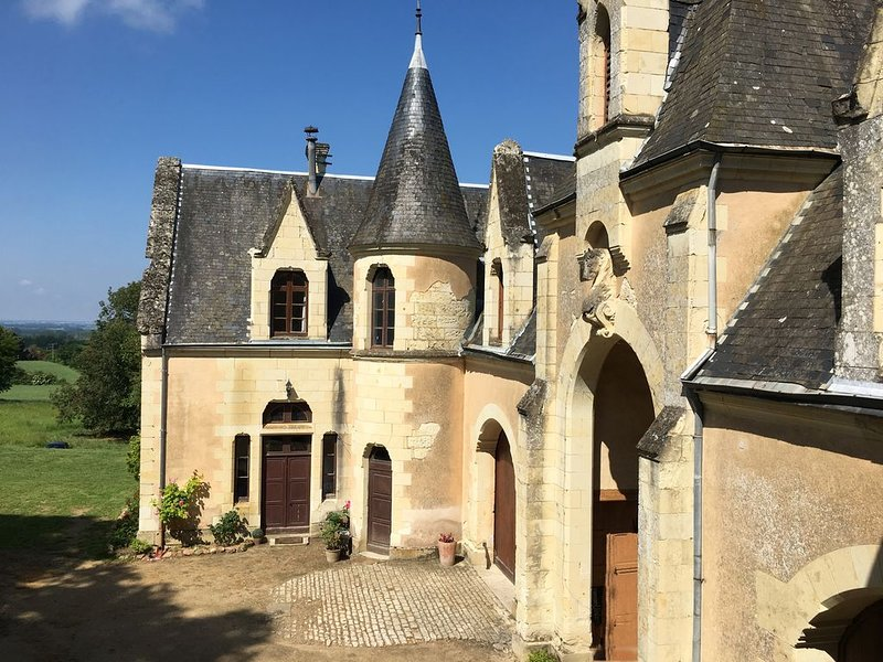 Logement du Régisseur dans le parc d'un château, holiday rental in Les Trois-Moutiers