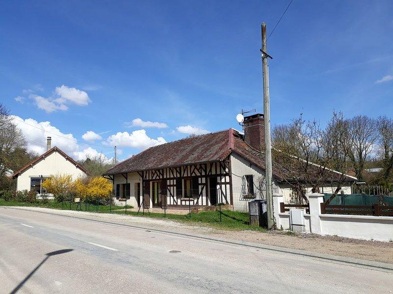 maison   campagne    proche de la ville  magasins usines proches, holiday rental in Lesmont
