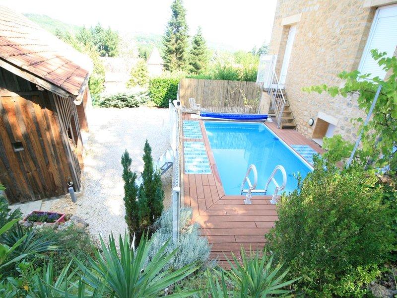 Villa Sarana est une maison proche de La Roque Saint-Christophe et de la vézère, holiday rental in Sergeac