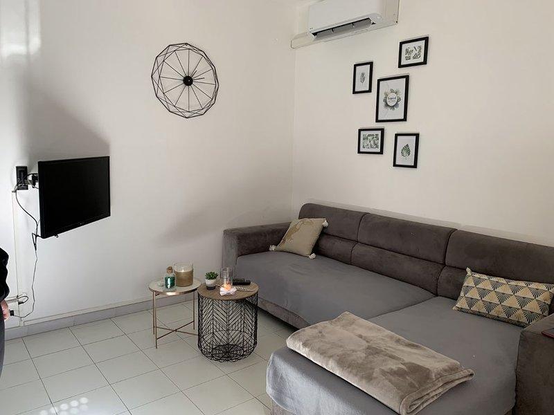 Joli appartement en centre ville, location de vacances à Vénaco