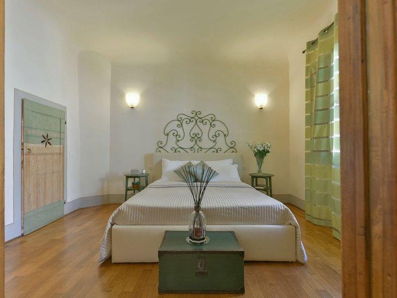Charming Bright apt 2 BR 2 BTH w/  View & Unparalleled Location, holiday rental in San Martino alla Palma
