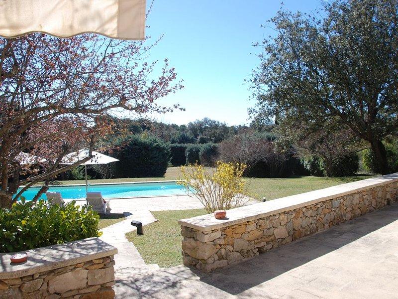 Charme et calme à 5 mn d'Aix en Provence sur le site de la Ste Victoire., holiday rental in Le Tholonet