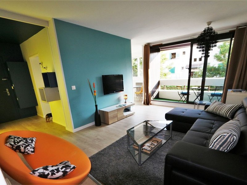 Grand T2 tout  confort, déco moderne et lumineux, avec terrasse proche gare, holiday rental in Gilly-sur-Isere