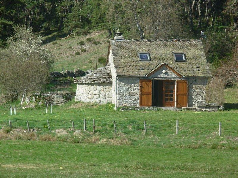 La petite maison dans la prairie, holiday rental in Aumont Aubrac